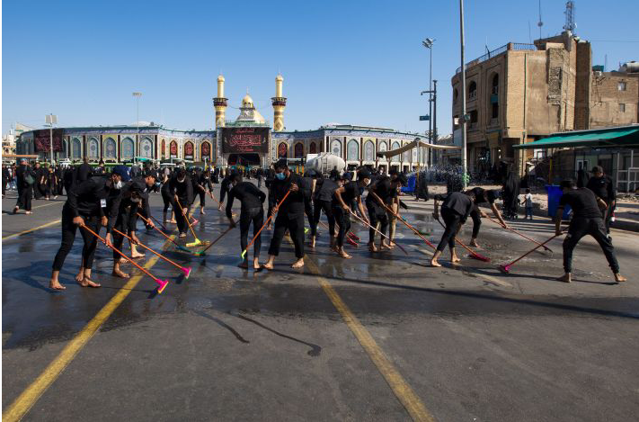 The cadres of the Service Affairs Department start a massive cleaning campaign for the areas surrounding the al-Abbas's (p) Holy Shrine.