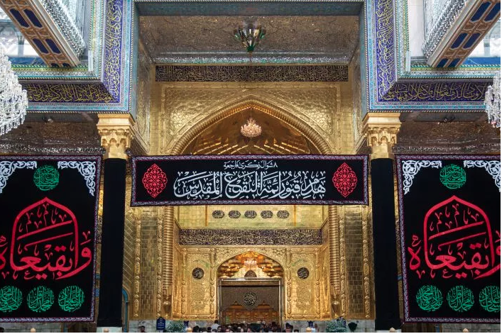 The al-Abbas's (AS) Holy Shrine is covered in black to commemorate the sad anniversary of demolition of Baqi' cemetery.