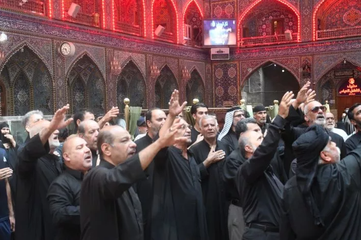 The two holy shrines receive mourning processions